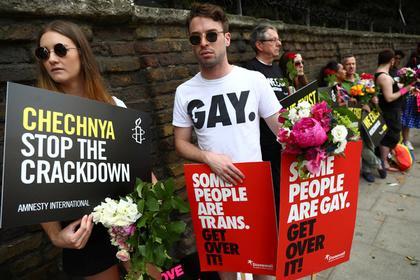 Акции у посольства России в Лондоне за права ЛГБТ
