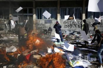 Боснийская власть пошла в отставку после трех дней жестких демонстраций и поджогов